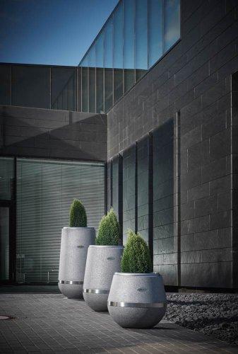 Conradi+Kaiser Vase Arundo, Altreifen Recycling, Gummi-Recycling und Kreislaufwirtschaft
