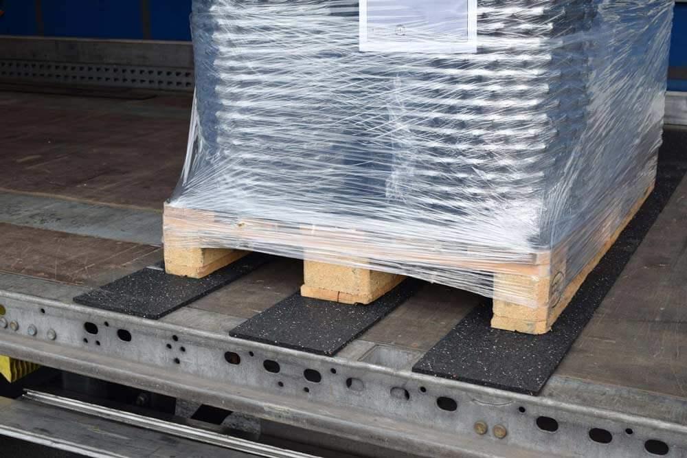 Recyclat aus ELT - Antirutschmatten Altreifen Recycling, Gummi-Recycling und Kreislaufwirtschaft