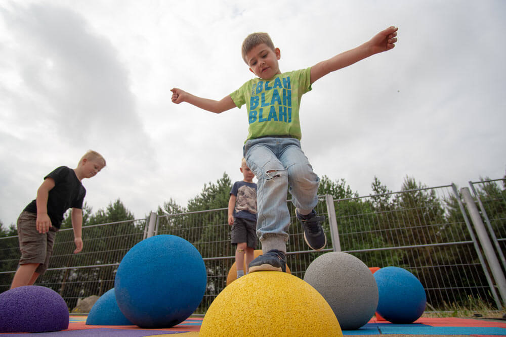 Kraiburg Relastec-Spielplatzzubehör Altreifen Recycling, Gummi-Recycling und Kreislaufwirtschaft