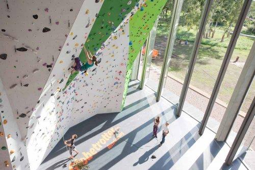 Regupol Kletterhallenböden, Altreifen Recycling, Gummi-Recycling und Kreislaufwirtschaft