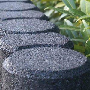 Recycling-Produkte als Pflanzenbegrenzung, Altreifen Recycling, Gummi-Recycling und Kreislaufwirtschaft